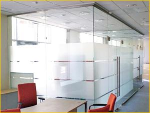 Перегородка из стекла для офисного помещения