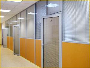 Большая офисная перегородка для зонирования офиса