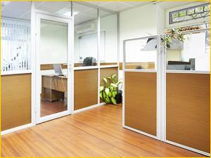 Два вида перегородок для размещения в офисном помещении