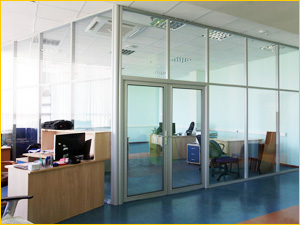 Большие перегородки в офис для сотрудников и директора