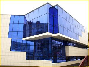 Стеклянные фасад офисного здания