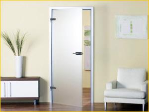 Стеклянная дверь без каркаса в квартире