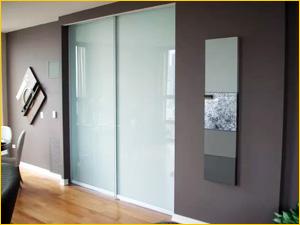 Дорогая дверь из цельного стекла подходит в квартиру или офис