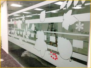 Тонированные перегородки из пленки в виде узоров и рисунков